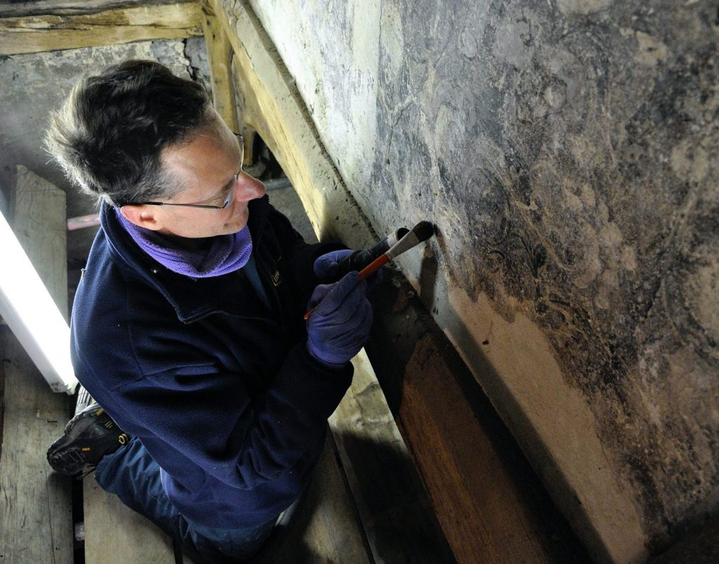 Restoration of the wall painting